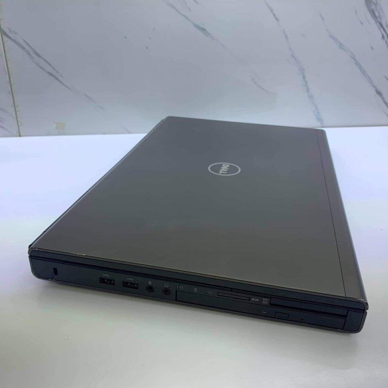 Dell Precision M6800 là chiếc máy trạm cao cấp